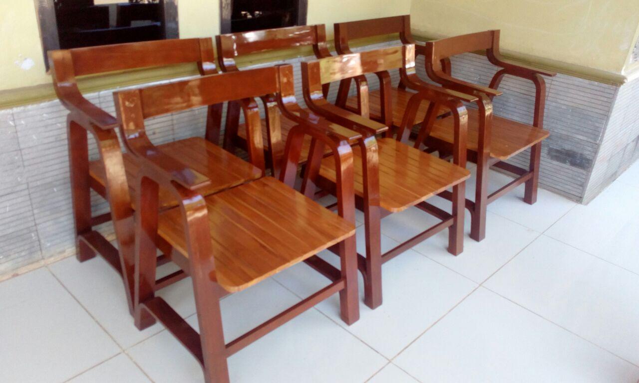 Kursi Kayu Lengkung